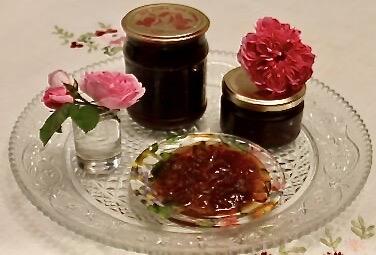 Корисне варення з пелюсток чайної рози